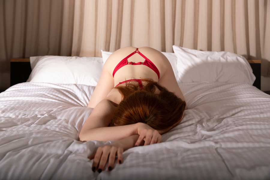 woman worshiping naked red head